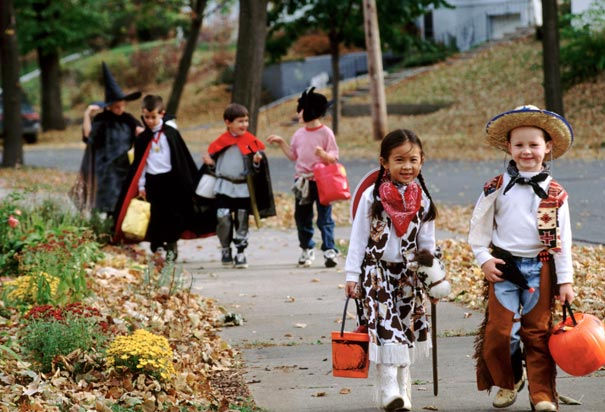 5 Ways Your Au Pair Can Help Out this Halloween · InterExchange